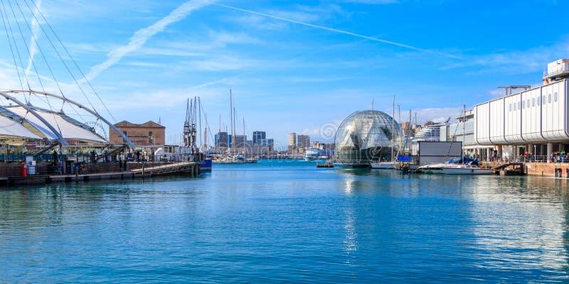 Genua hamn med biosfären, Italien royaltyfri foto