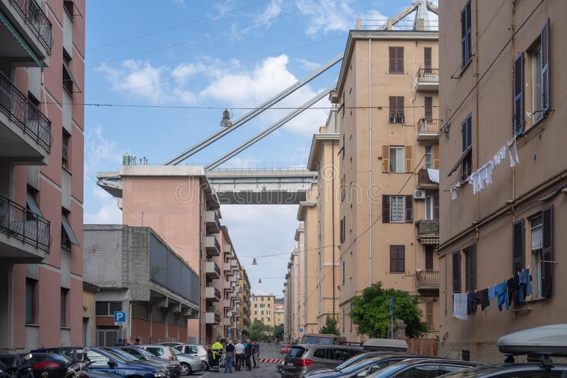 Genua, Italien Brücke und Ebenen Morandi unten stockfotos