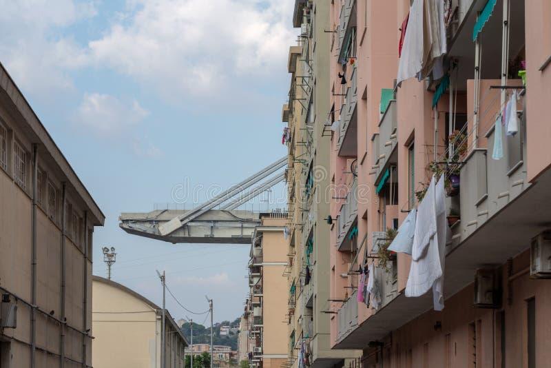 Genua, Italien Brücke und Ebenen Morandi unten stockbilder
