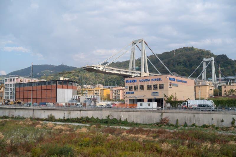 Genua, Italien Die Überreste der Morandi-Brücke, nach einem Abschnitt stockbilder