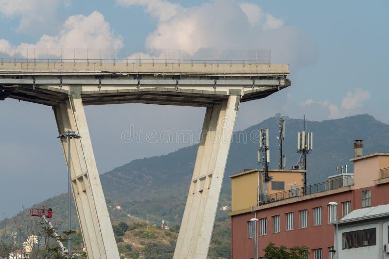 Genua, Italien Ein Abschnitt des teilweise eingestürzten Morandi Bridg lizenzfreie stockfotos