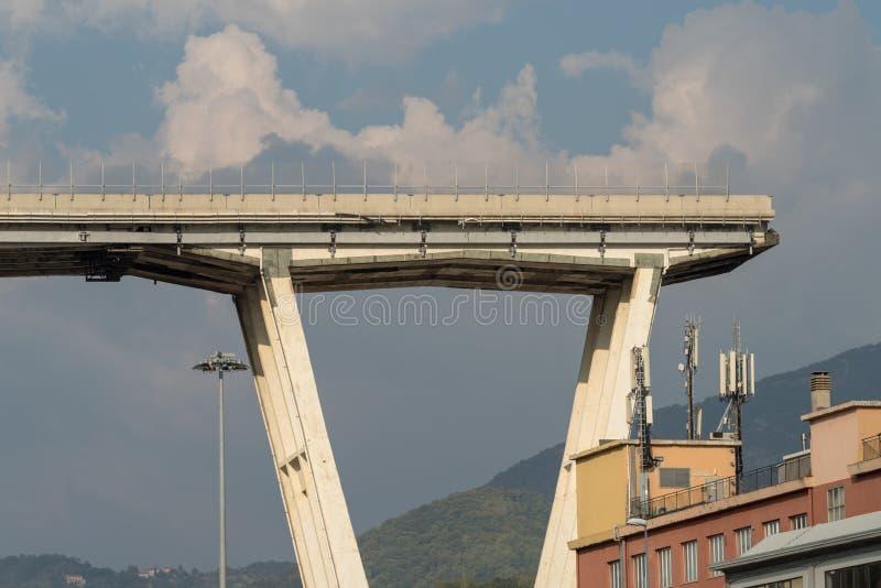 Genua, Italien Ein Abschnitt des teilweise eingestürzten Morandi Bridg lizenzfreie stockfotografie