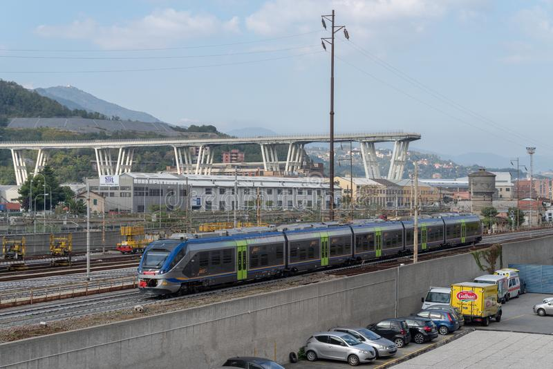 Genua, Italien Ein Abschnitt des teilweise eingestürzten Morandi Bridg lizenzfreies stockbild
