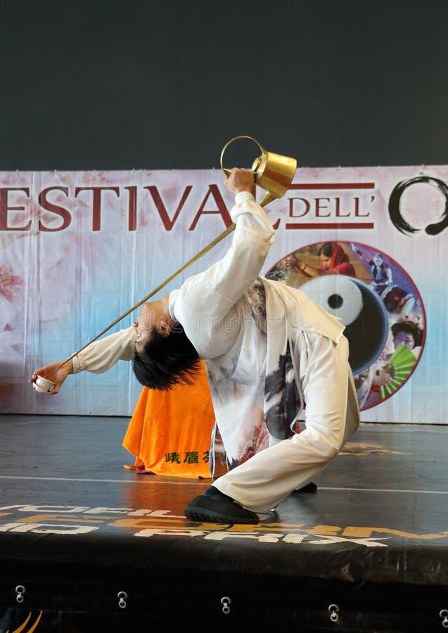Genua-Italien mars 8, 2019: Den kinesiska Kung Fu Tea av den ledar- Jin Gang Xiaosci på festivalen av öst av Genua royaltyfria foton