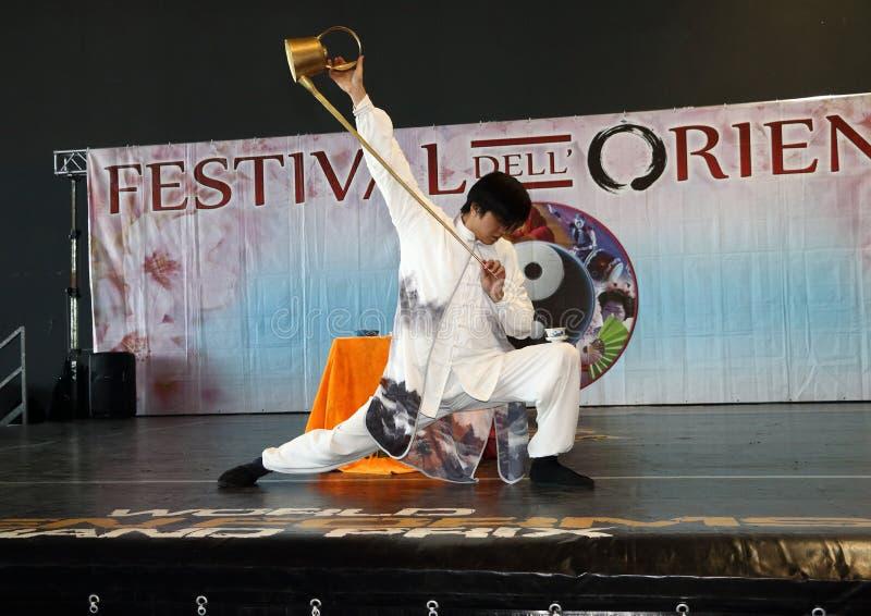 Genua-Italien mars 8, 2019: Den kinesiska Kung Fu Tea av den ledar- Jin Gang Xiaosci på festivalen av öst av Genua royaltyfri foto