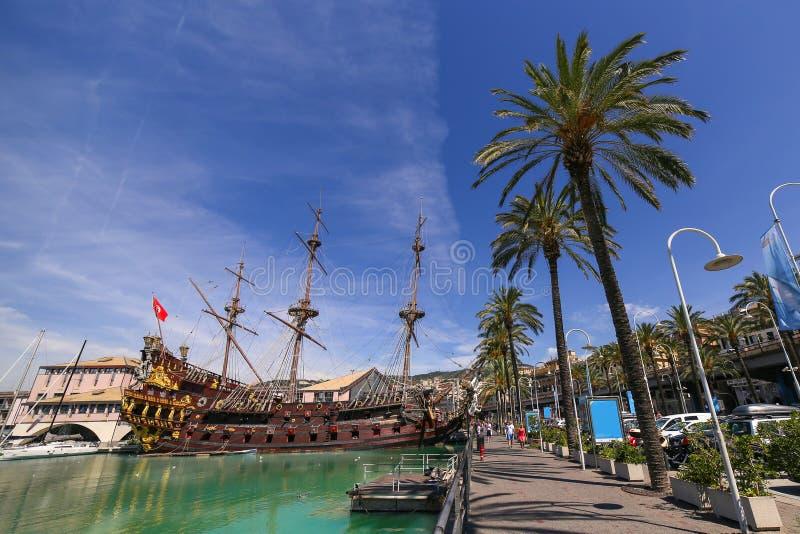 GENUA ITALIEN: Spansk gallion Neptun i den Porto anticoen royaltyfria bilder