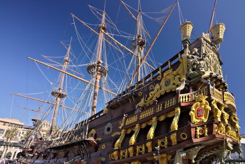 genua Neptun-Galeone verankert im Hafen lizenzfreie stockfotos