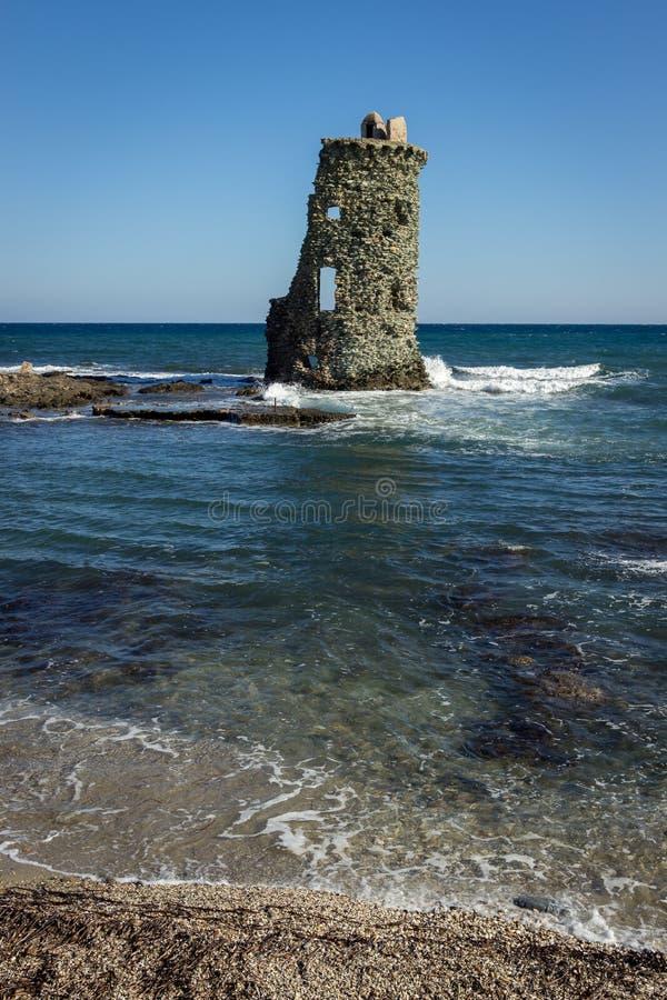 Genueńczyka wierza na plaży nakrętka Corse, Francja obraz royalty free