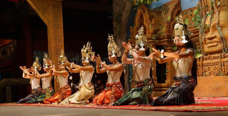 Genuflexão dos dançarinos de Apsara foto de stock