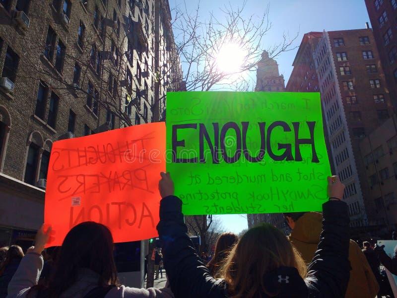 GENUG, Protest-Zeichen, März für unsere Leben, NYC, NY, USA stockbilder