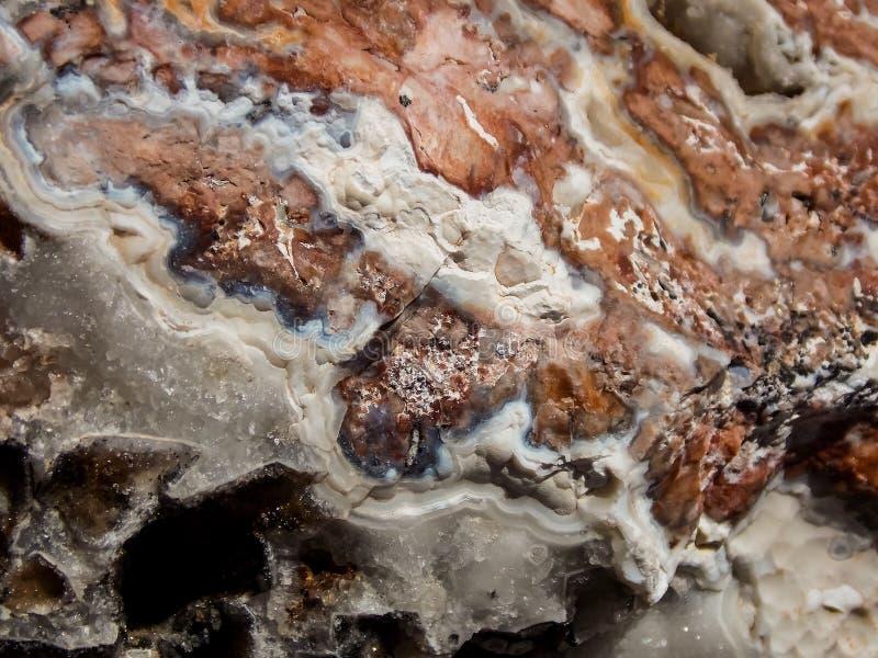 Geode和石英接近的看法  免版税库存照片