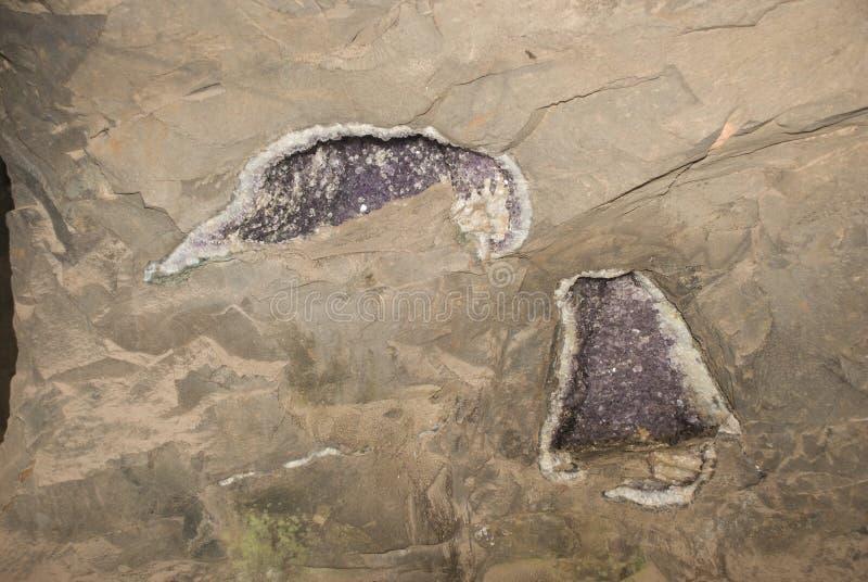 Geode dans le mur photographie stock libre de droits