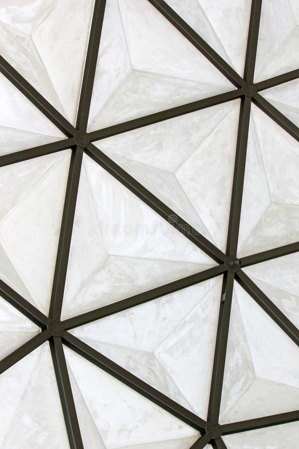 Geodetisk struktur för glasfiberkupoltak royaltyfri foto