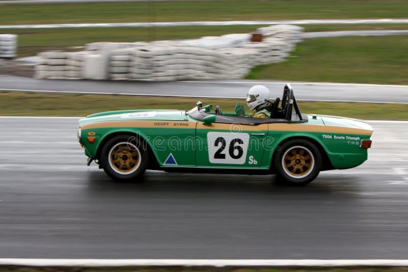 Geoff Byrne nei 1969 Triumph TR6 sulla parte anteriore diritto a Winton fotografia stock libera da diritti