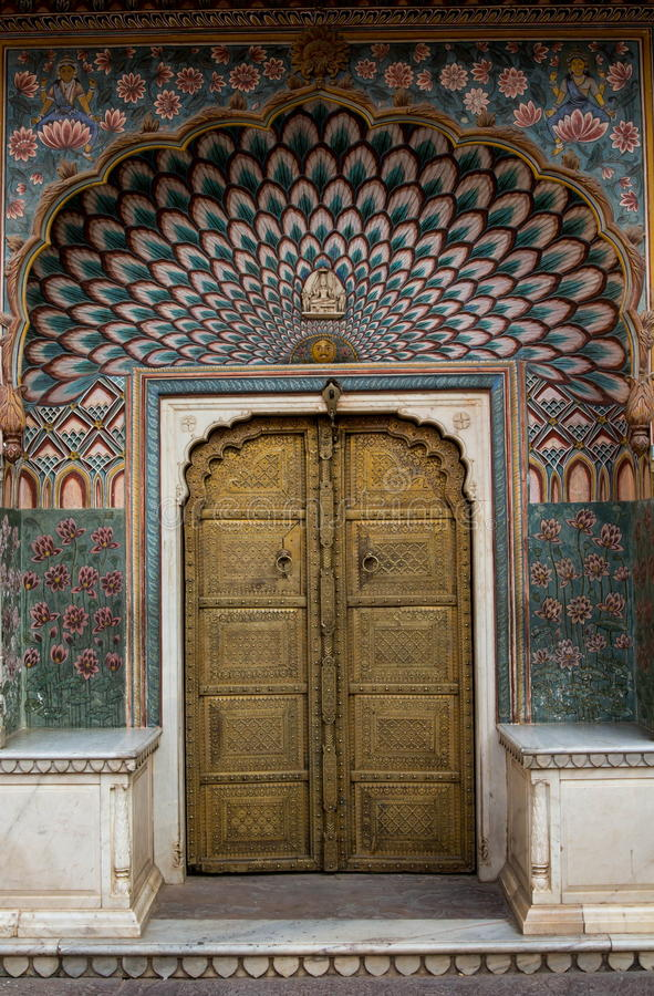 Geogous drzwi w miasto pałac, Jaipur zdjęcia royalty free