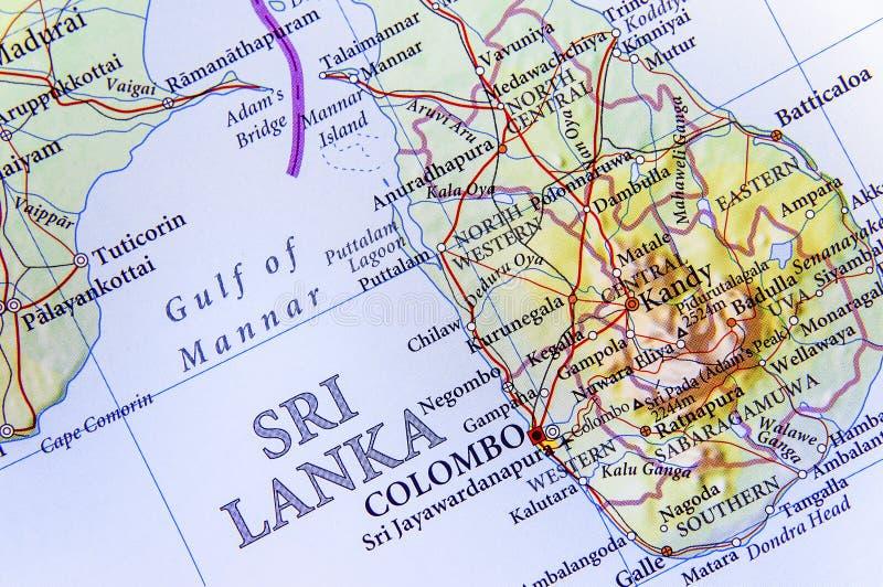 Geografische kaart van Sri Lanka met belangrijke steden stock afbeeldingen