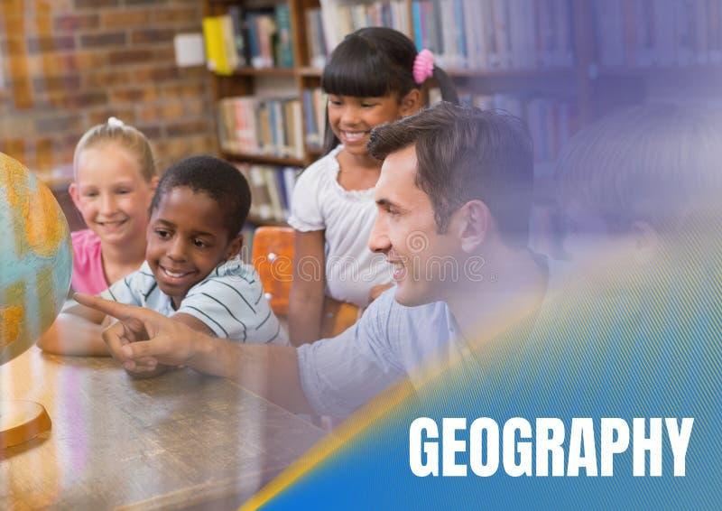 Geografitext och grundskolalärare med grupp arkivfoton