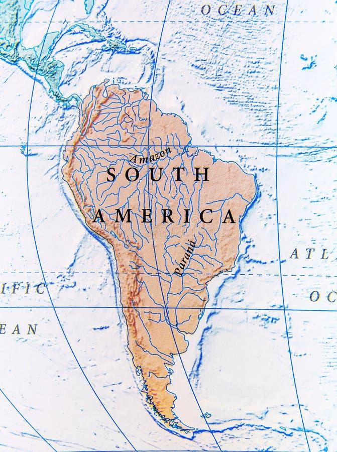 Geographische Karte von Südamerika-Abschluss lizenzfreie stockfotos