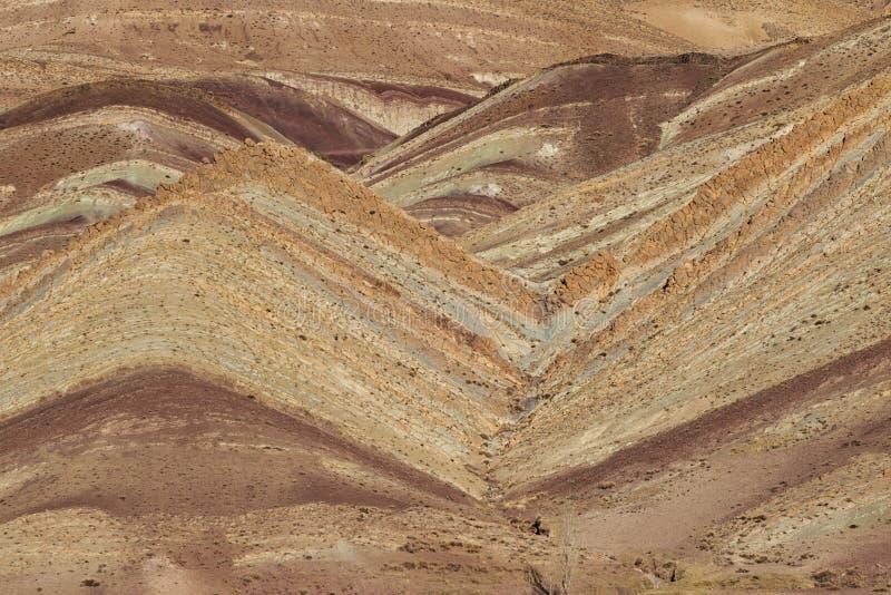 Geologische Erdschichten - überlagerter Felsenhintergrund lizenzfreies stockfoto