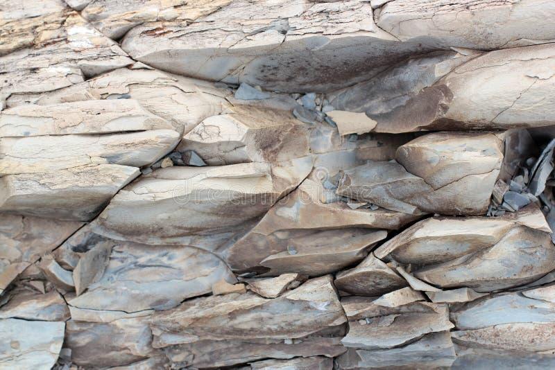 Geologische lagen van aarde - gelaagde rotsachtergrond royalty-vrije stock afbeeldingen