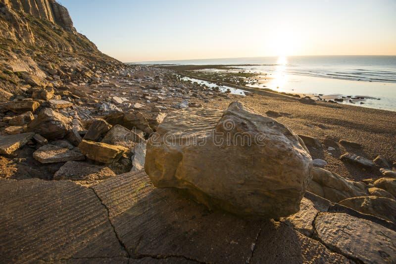 Geologischer Beweis der Klippenabnutzung bei Hastings, Ost-Sussex, England stockfoto