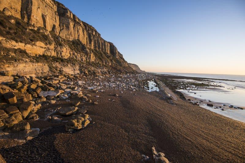 Geologischer Beweis der Klippenabnutzung bei Hastings, Ost-Sussex, England lizenzfreies stockfoto