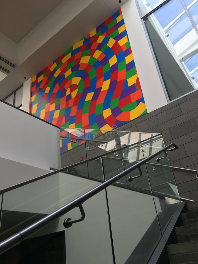 Geométrico colorido exhibido imagenes de archivo
