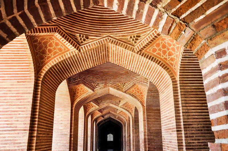 Geomagneticalarchitectuur dichtbij de Thatha-stad van Sindh-provincie royalty-vrije stock afbeelding
