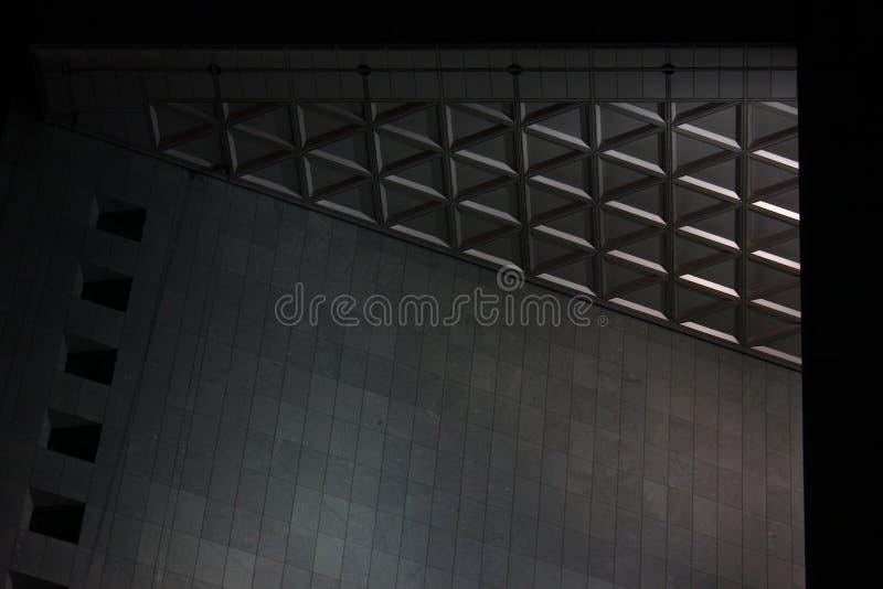 Geometri av konkret och exponeringsglas modern konstruktion, skönhet i detaljerna Denna är mappen av formatet EPS10 strictness av arkivbild