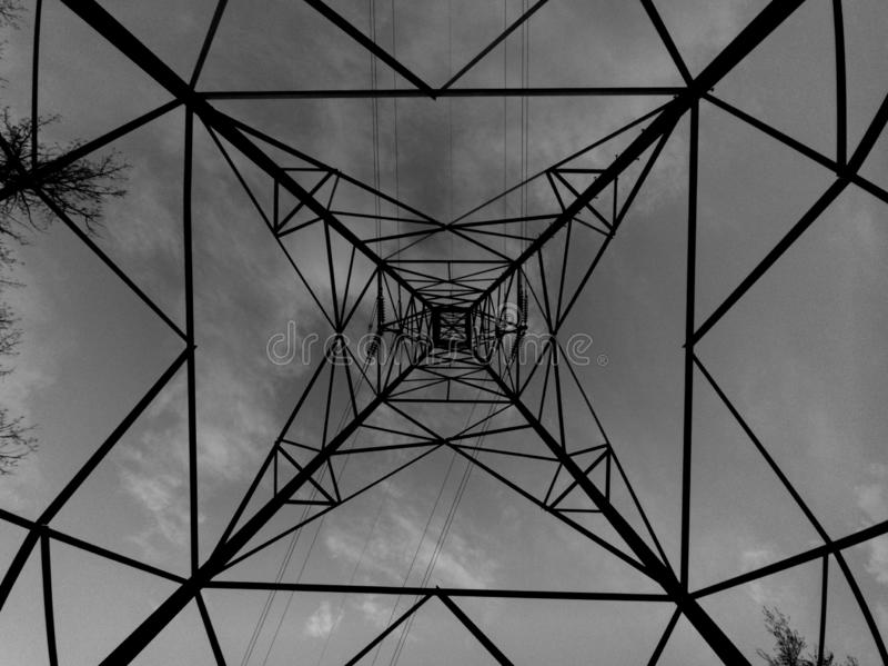 Geometriesignalhimmel b&w Dreiecke lizenzfreies stockbild