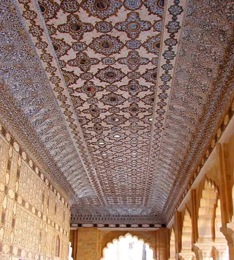 Geometrisch Ontwerp op Marmer op Plafond van Amer Fort, Jaipur, Rajasthan, India - Kunsten en Architectuur stock foto's