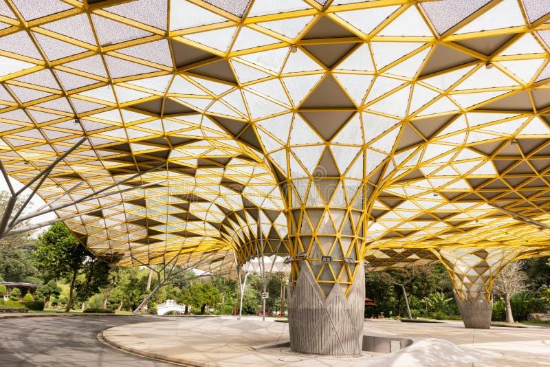 Geometrisch Patroon van het paviljoen in het Botanische Park van Perdana, Kuala Lumpur stock foto