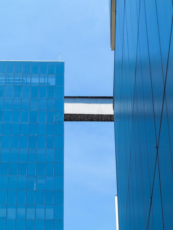 Geometrische blaue Glasfassade von IMS auf in Sao-Paulo lizenzfreie stockfotografie