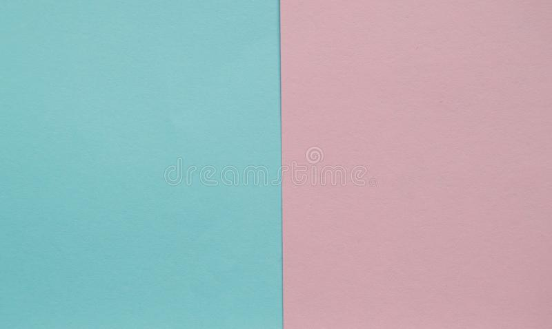 Geometrische flache Hintergründe der Lage zwei des blauen und rosa Pastellfarbpapiers nebeneinander stockbilder