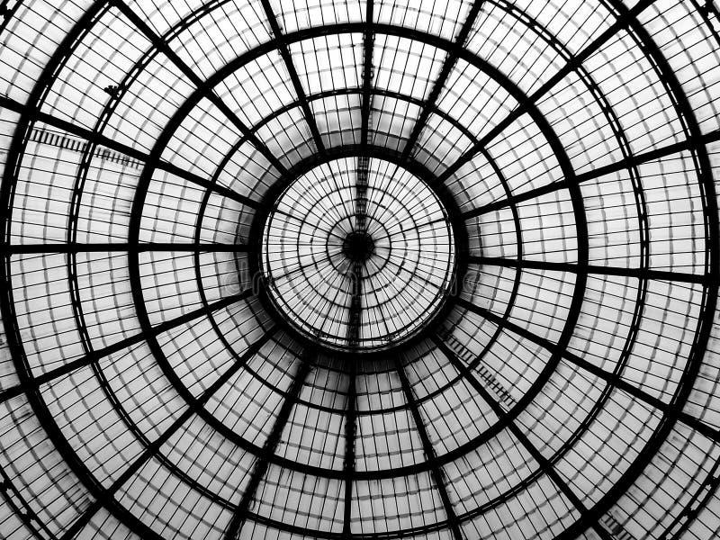 Geometrische Linien einer Glaskuppel lizenzfreie stockbilder