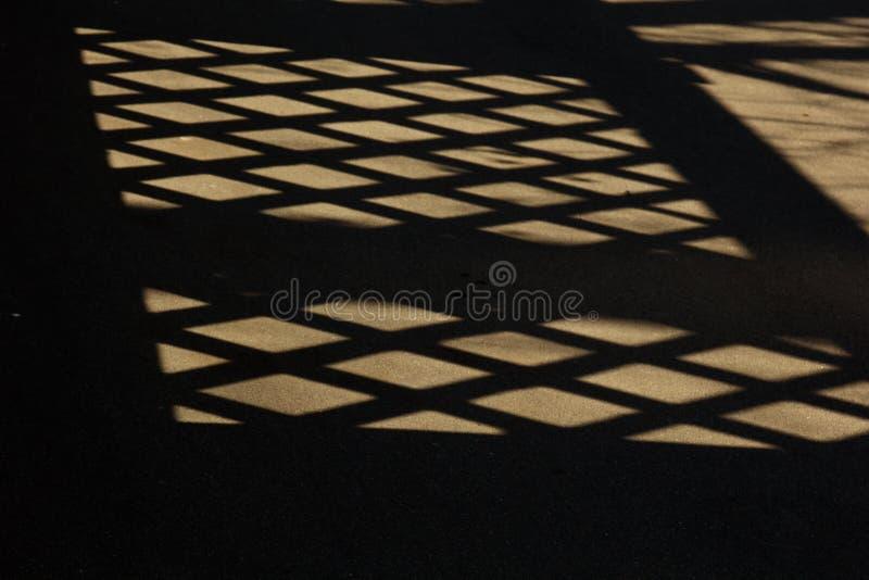 Geometrische schaduwen van het net ter plaatse Mening van hierboven Achtergrond, Textuur royalty-vrije stock foto's
