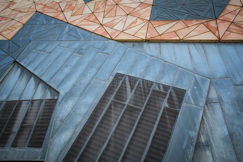 Geometrische van het driehoekspatroon muur als achtergrond royalty-vrije stock afbeeldingen