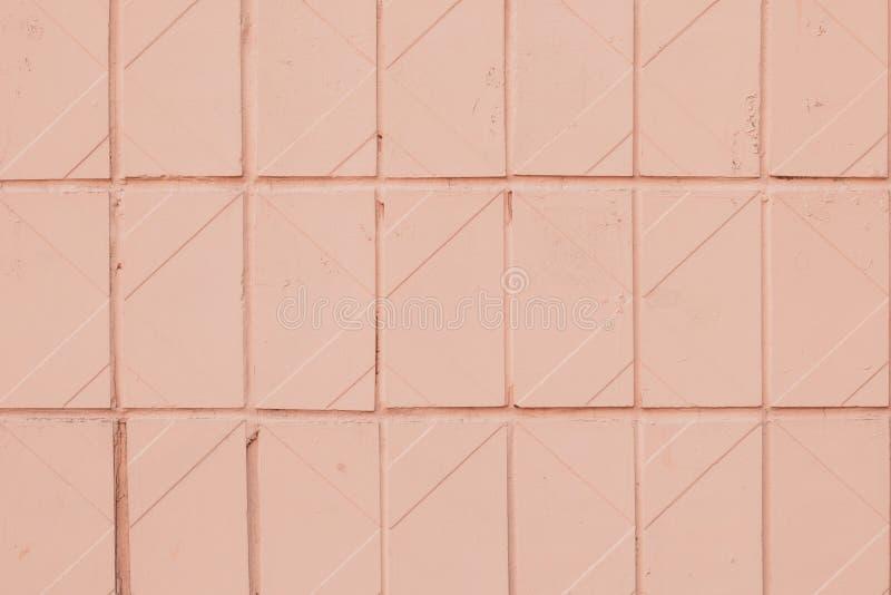 Geometrisches Muster der weichen rosa Kachel Textur von orangefarbenen Pastellfliesen Lichtfarbene Hintergründe mit Quadrat Bade stockfotografie
