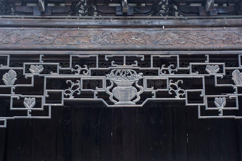 Geometrisches Muster des alten chinesischen Holzschnitts der Architekturdachgesimse schönen lizenzfreies stockfoto
