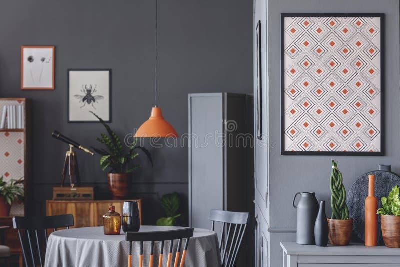 Geometrisches Plakat in der Dunkelkammer lizenzfreie stockbilder