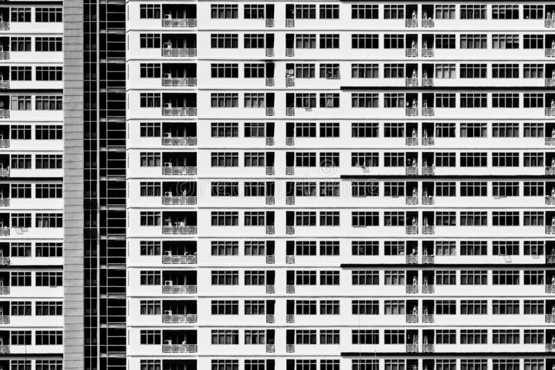 Geometrisk modell av arkitektur Detaljbalkong av byggnad modern vägg Polygonal struktur Svartvitt av abstrakt begrepp arkivfoton