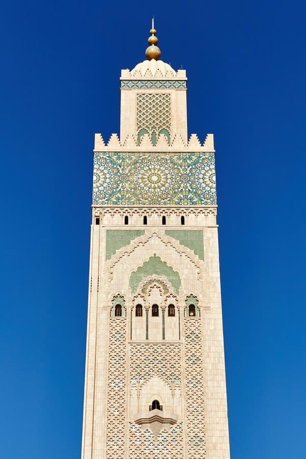 Geometrisk muslim mosaik i islamisk moské, härlig arabisk tegelplattamodell och mosaik på väggen och dörrarna av moskén i Casabla fotografering för bildbyråer