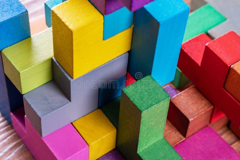 Geometriska former på en träbakgrund, närbild royaltyfri bild