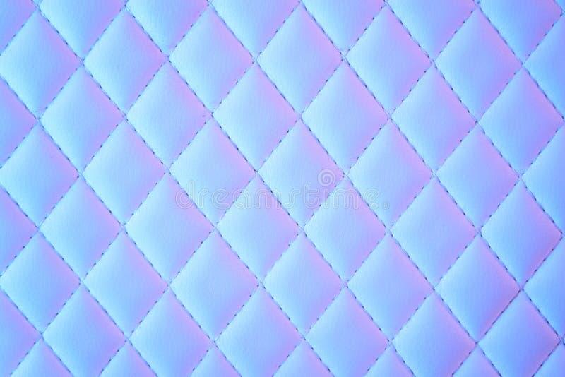 Geometryczny diamentu wz?r pikowa? PU sk?r? w neonowym ?wietle obrazy stock