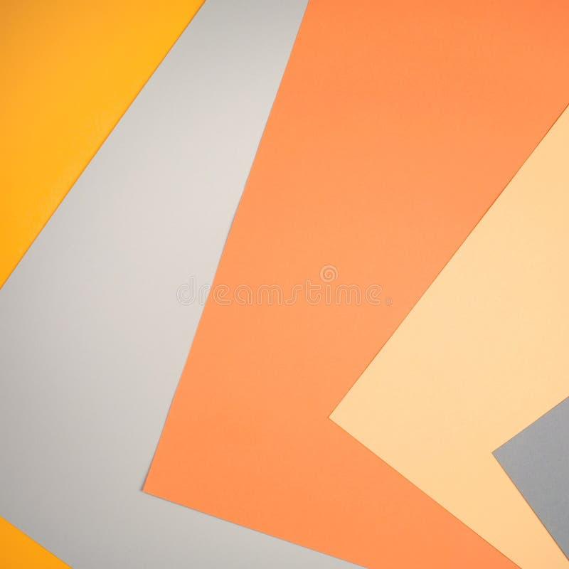 Geometryczny papierowy tło w jesieni brzmieniach wstępujące przekątny szarość, beż, kolor żółty, pomarańcze barwią zdjęcie royalty free