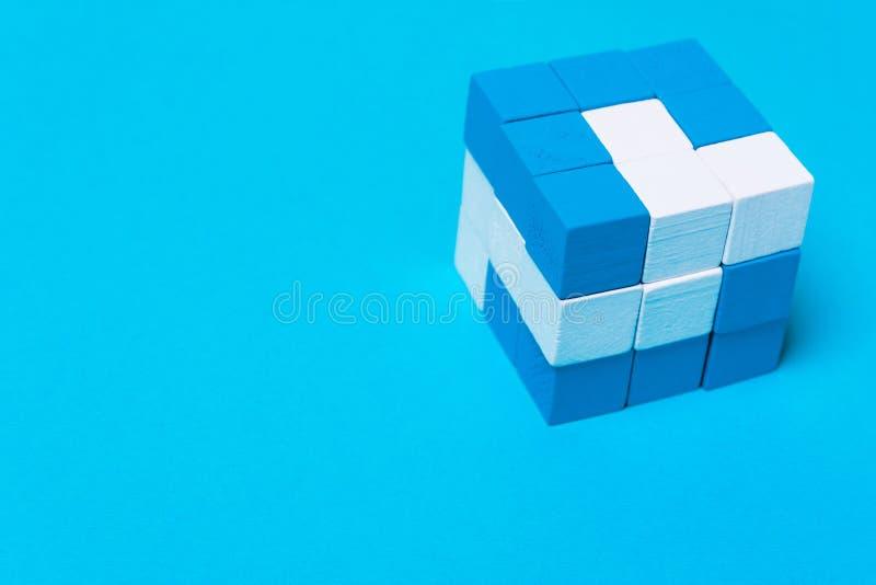 Geometryczny sześcian błękitne i białe części Pojęcie twórczość, s obraz royalty free