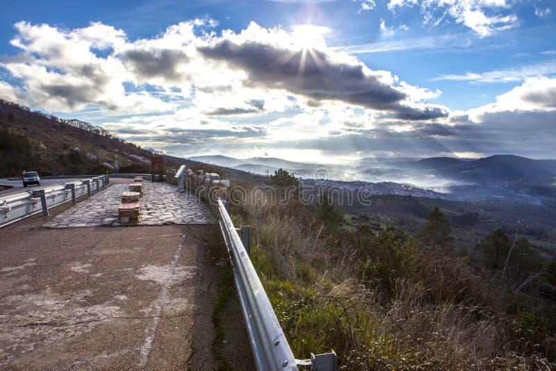 Geoparklandschap en weg, Caceres, Spanje royalty-vrije stock foto
