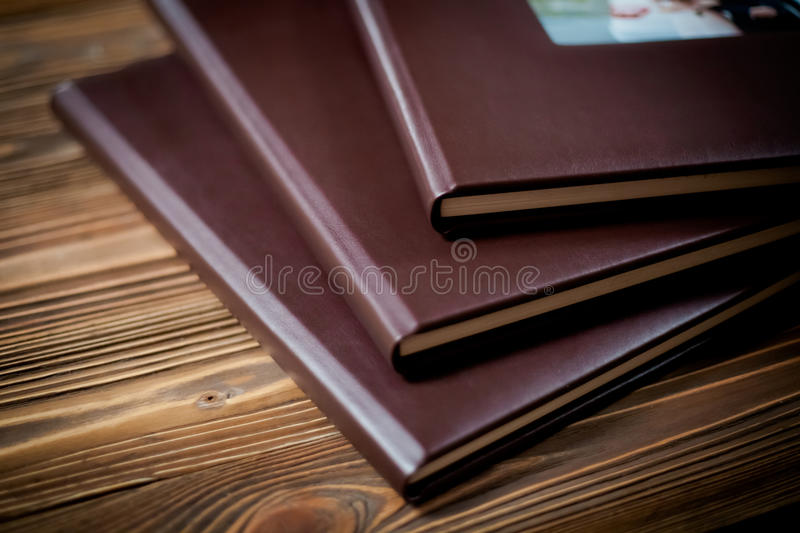 Geopend boek - photoalbumclose-up stock afbeelding