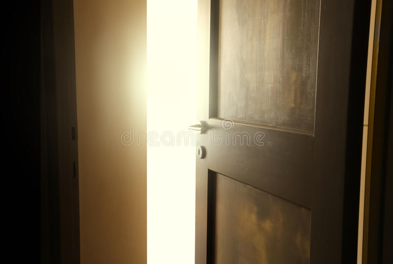 Geopende deur stock fotografie