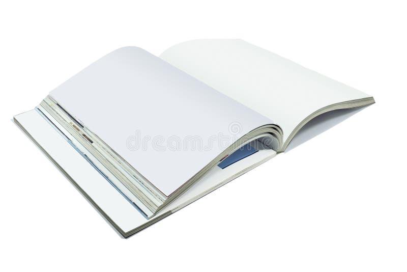 Geopende die blanco pagina's van tijdschrift of boek, catalogus op whit wordt geïsoleerd stock afbeelding